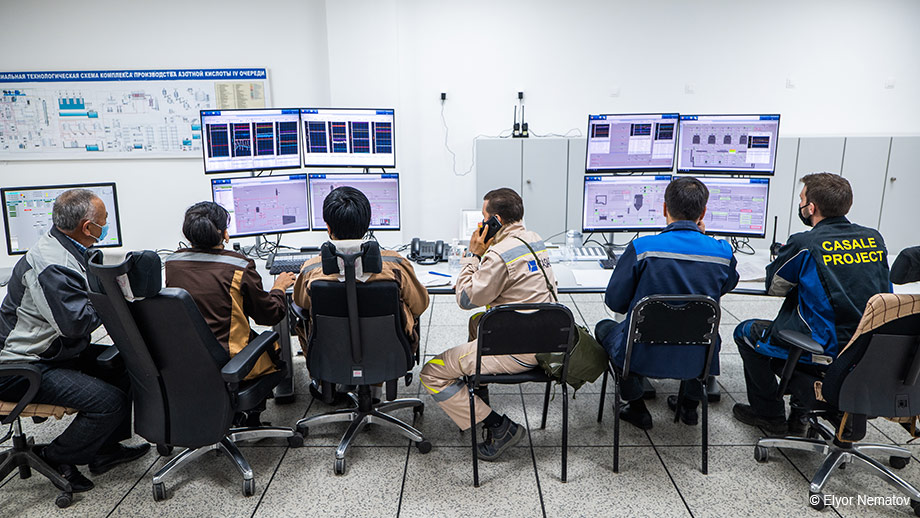 Inside the control room at JSC Navoiyazot's new nitric acid plant