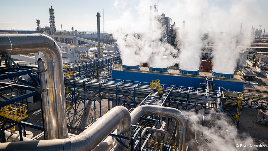 (© Elyor Nematov) The new JSC Navoiyazot nitric acid plant in Navoiy, Uzbekistan.